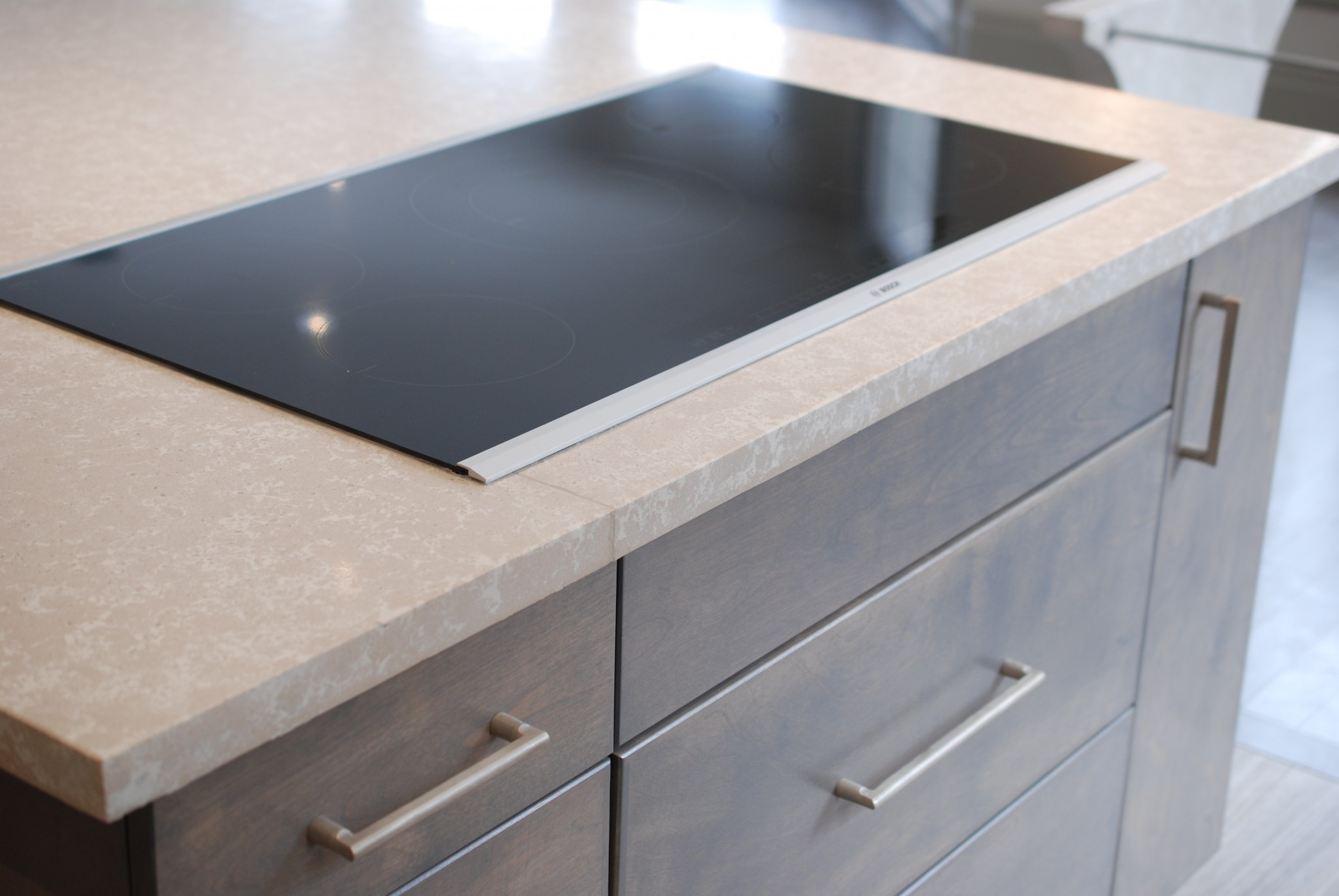 ServiceLane Sleek Induction Stove In Island